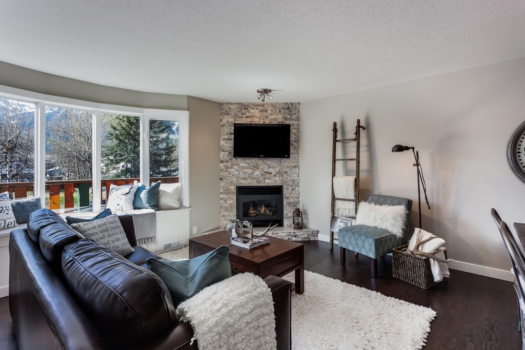 Photo 2: #101 828 6 Street: Canmore House for sale : MLS® # C4060372