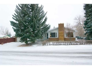 Main Photo: 284 THAMES Close NW in CALGARY: Thorncliffe House for sale (Calgary)  : MLS(r) # C3558266