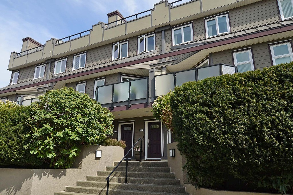 Main Photo: 148 W 18TH Street in North Vancouver: Central Lonsdale Townhouse for sale : MLS(r) # V1021367