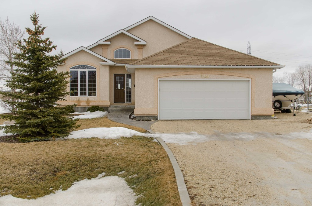 Main Photo: 160 Elm Drive in Oakbank: Single Family Detached for sale : MLS® # 1505471