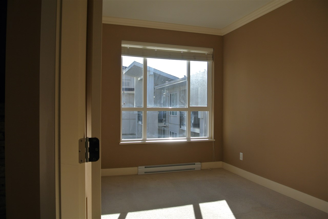 Photo 5: 422 3192 GLADWIN ROAD in Abbotsford: Central Abbotsford Condo for sale : MLS® # R2020204