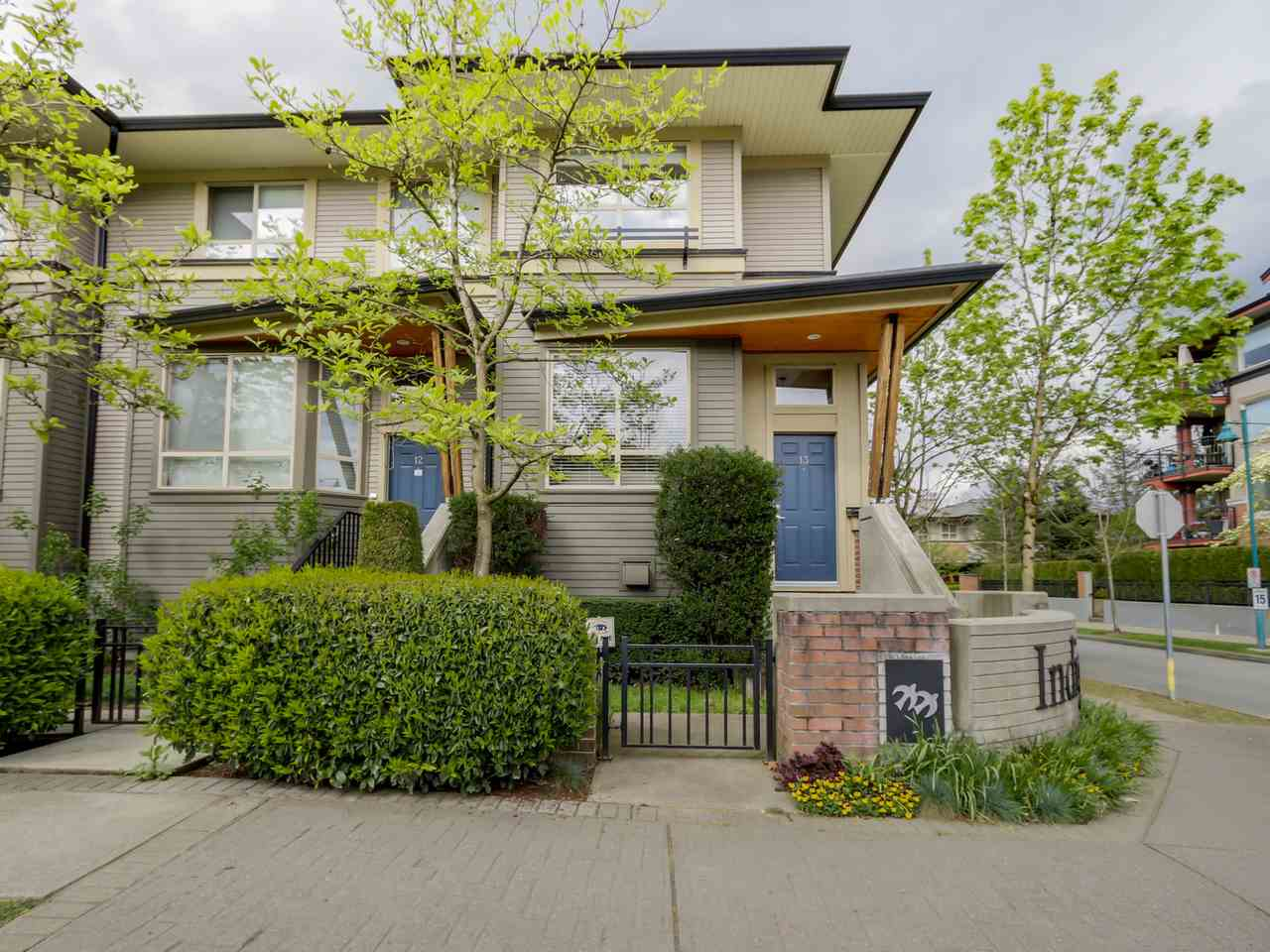 Main Photo: 13 100 KLAHANIE DRIVE in Port Moody: Port Moody Centre Townhouse for sale : MLS(r) # R2056381