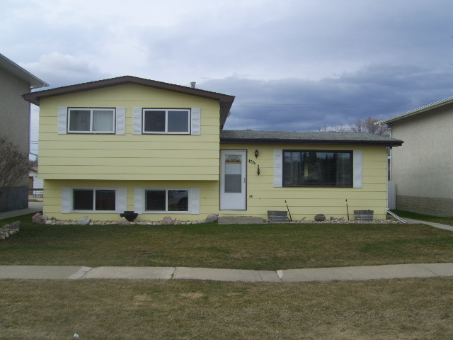 Main Photo: 4736 54 Avenue in Whitecourt: House for sale : MLS® # 43241
