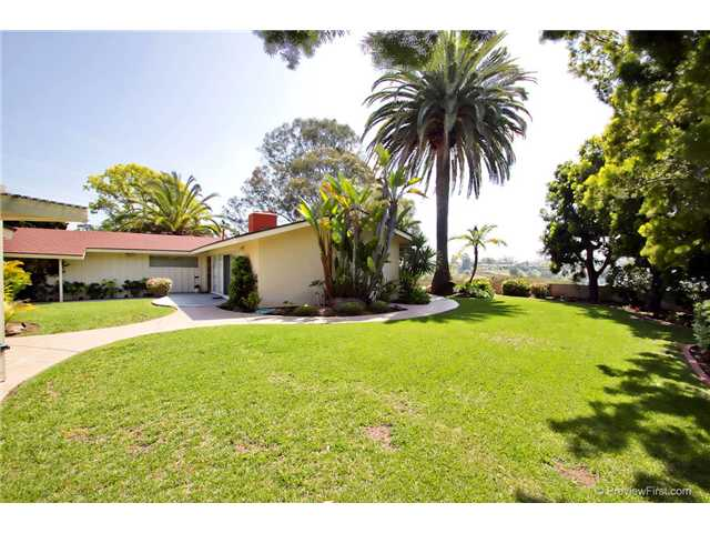 Photo 8: DEL CERRO House for sale : 3 bedrooms : 6301 N Glenmont Street in San Diego