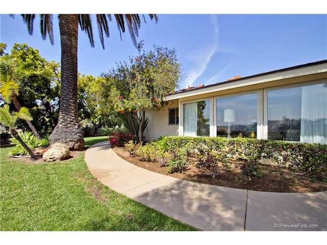 Photo 11: DEL CERRO House for sale : 3 bedrooms : 6301 N Glenmont Street in San Diego