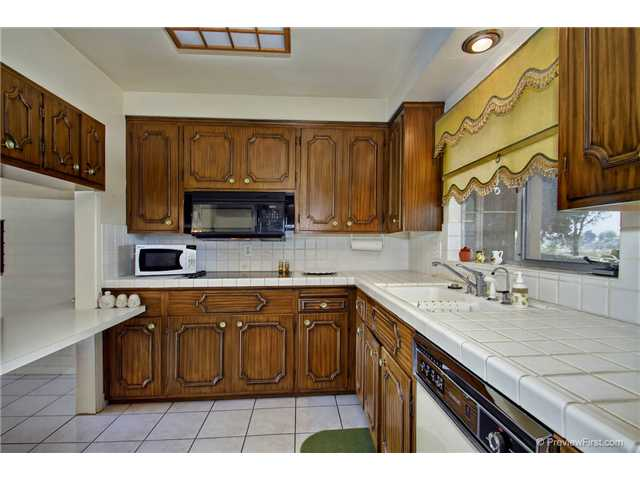 Photo 15: DEL CERRO House for sale : 3 bedrooms : 6301 N Glenmont Street in San Diego