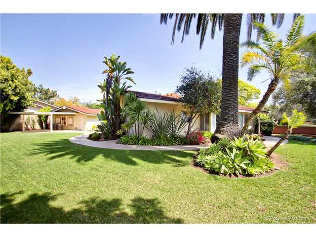 Photo 12: DEL CERRO House for sale : 3 bedrooms : 6301 N Glenmont Street in San Diego