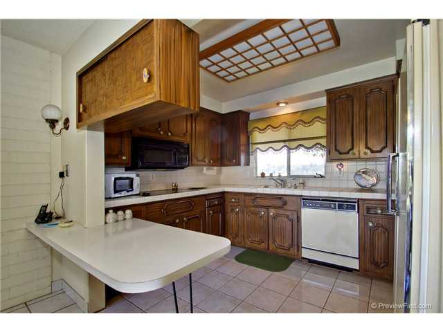 Photo 13: DEL CERRO House for sale : 3 bedrooms : 6301 N Glenmont Street in San Diego