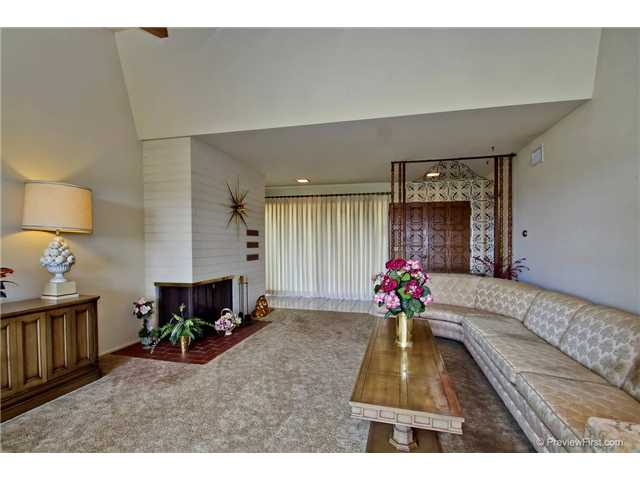 Photo 9: DEL CERRO House for sale : 3 bedrooms : 6301 N Glenmont Street in San Diego