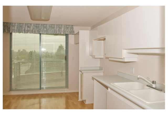 "Photo 5: 1003 32330 S FRASER Way in Abbotsford: Abbotsford West Condo for sale in ""Town Center Tower"" : MLS® # F1215794"