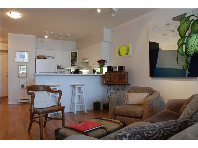 Main Photo: 405 1888 York Avenue in Vancouver: Kitsilano Condo for sale (Vancouver West)  : MLS® # v1042432