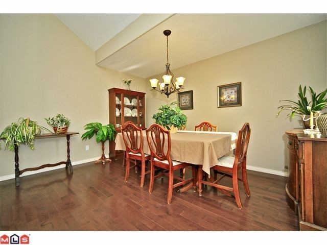 "Photo 3: 102 4001 OLD CLAYBURN Road in Abbotsford: Abbotsford East Townhouse for sale in ""CEDAR SPRINGS"" : MLS® # F1306251"