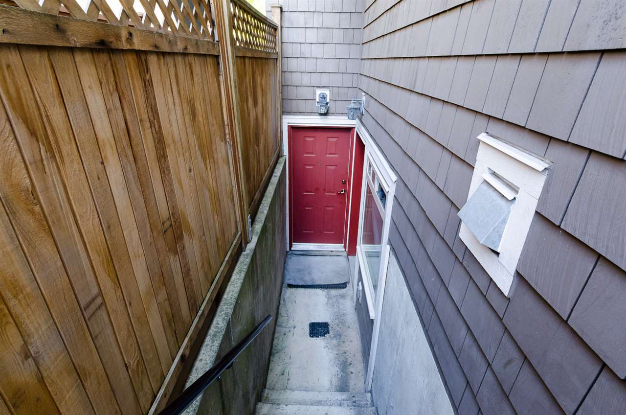 Photo 4: 1252 E 11TH AVENUE in Vancouver: Mount Pleasant VE House 1/2 Duplex for sale (Vancouver East)  : MLS(r) # R2002820