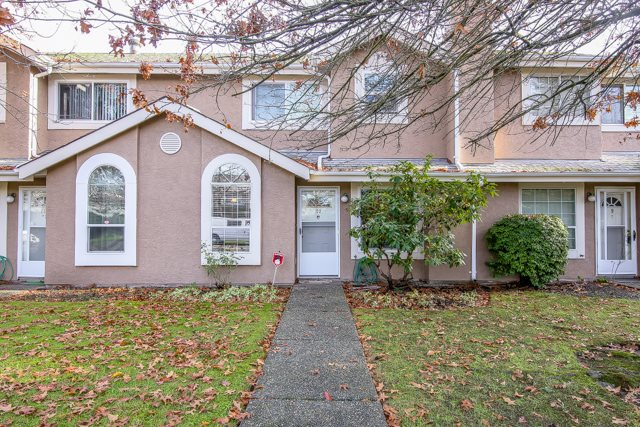 Main Photo: 10 9540 PRINCE CHARLES BOULEVARD in Surrey: Queen Mary Park Surrey Townhouse for sale : MLS® # R2014644