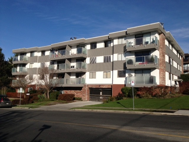 "Main Photo: 208 308 W 2ND Street in North Vancouver: Lower Lonsdale Condo for sale in ""LOWER LONSDALE"" : MLS® # V985013"
