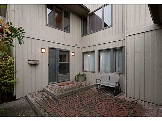 Main Photo: 19 68 BAYCREST Place SW in CALGARY: Bayview Townhouse for sale (Calgary)  : MLS(r) # C3564721