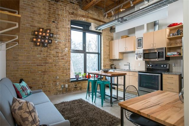 Photo 3: 363 Sorauren Ave Unit #210 in Toronto: Roncesvalles Condo for sale (Toronto W01)  : MLS(r) # W3692258