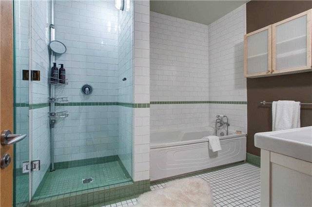 Photo 11: 261 King St E Unit #205 in Toronto: Moss Park Condo for sale (Toronto C08)  : MLS(r) # C3731808