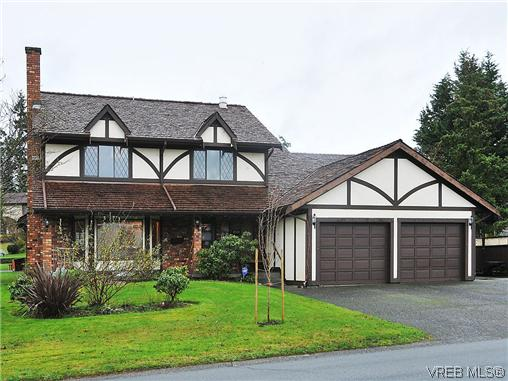 Main Photo: 4400 Greenlea Place in VICTORIA: SW Royal Oak Single Family Detached for sale (Saanich West)  : MLS® # 323454