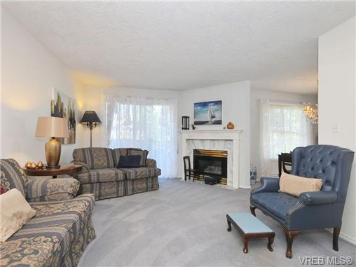 Photo 2: 201 1593 Begbie Street in VICTORIA: Vi Downtown Condo Apartment for sale (Victoria)  : MLS® # 340358