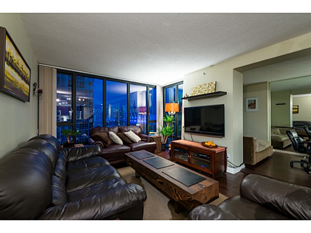 Photo 3: # 1807 950 CAMBIE ST in Vancouver: Yaletown Condo for sale (Vancouver West)  : MLS® # V1109233