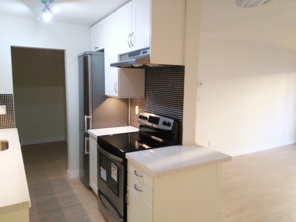 Photo 2: 216 340 W 3RD STREET in North Vancouver: Lower Lonsdale Condo for sale : MLS(r) # R2021116