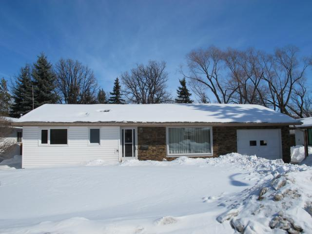 Main Photo: 9 Cherokee Bay in WINNIPEG: Windsor Park / Southdale / Island Lakes Residential for sale (South East Winnipeg)  : MLS® # 1304632
