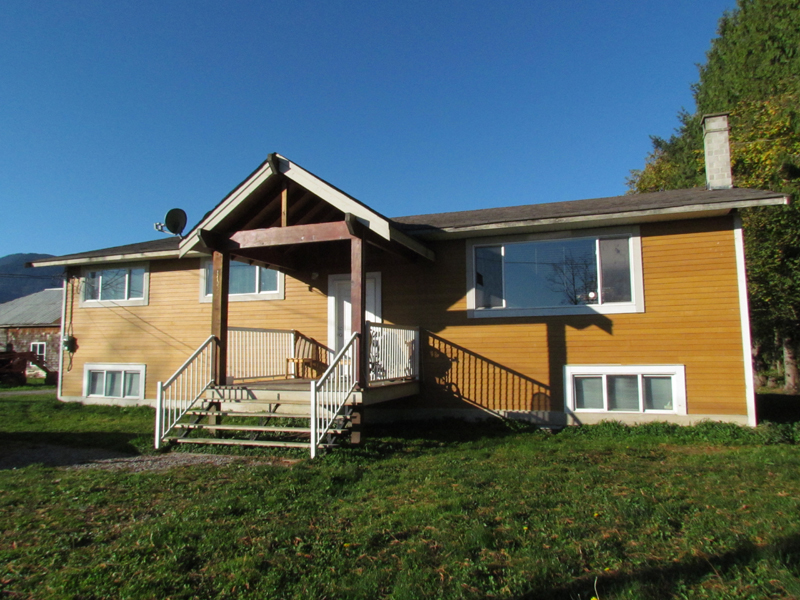 Main Photo: 41333 Nicomen Island Trunk Road Road in Deroche: Dewdney Deroche House for lease (Mission)