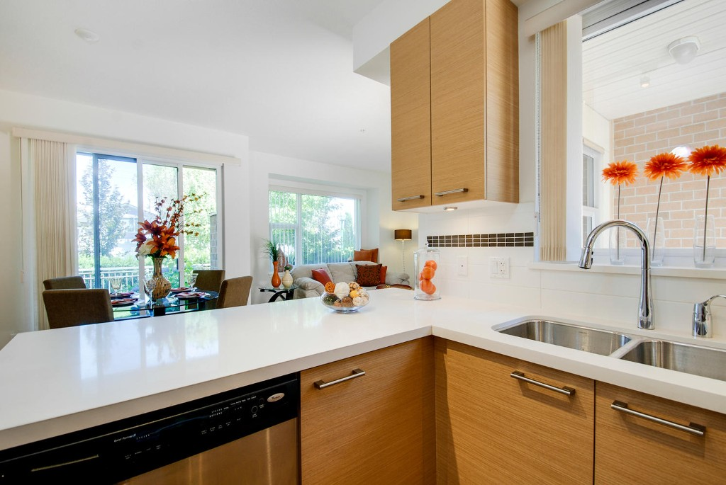 Photo 4: 7381 18TH ST in Burnaby: Edmonds BE Townhouse for sale (Burnaby East)  : MLS® # V1073475
