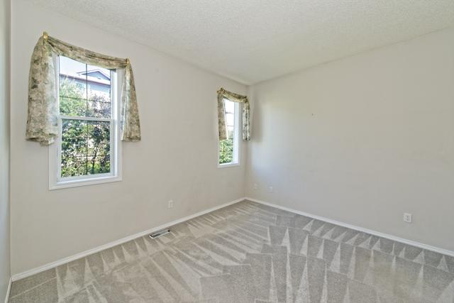 Photo 10: 139 HIDDEN VALLEY GREEN NW in CALGARY: Hidden Valley Residential Attached  (Calgary)  : MLS® # C3634306