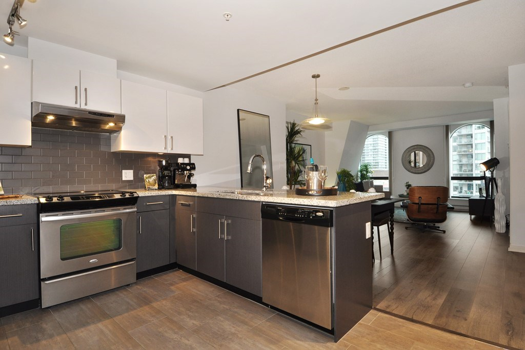 Photo 11: 1006 14 BEGBIE STREET in New Westminster: Quay Condo for sale : MLS(r) # R2120711