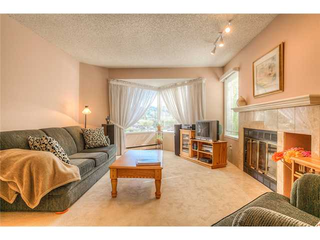 Photo 3: 111 1215 LANSDOWNE Drive in Coquitlam: Upper Eagle Ridge Townhouse for sale : MLS® # V953321