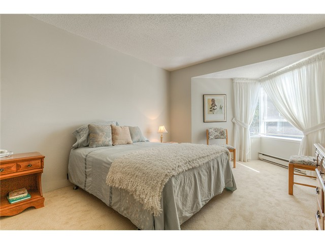 Photo 7: 111 1215 LANSDOWNE Drive in Coquitlam: Upper Eagle Ridge Townhouse for sale : MLS® # V953321