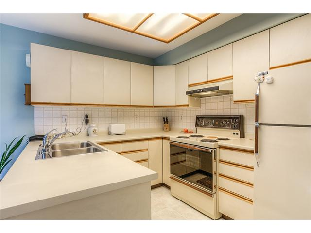 Photo 4: 111 1215 LANSDOWNE Drive in Coquitlam: Upper Eagle Ridge Townhouse for sale : MLS® # V953321