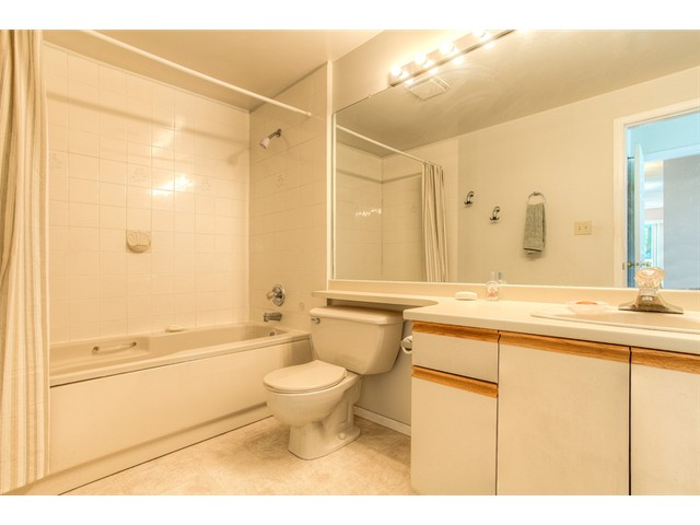 Photo 9: 111 1215 LANSDOWNE Drive in Coquitlam: Upper Eagle Ridge Townhouse for sale : MLS® # V953321