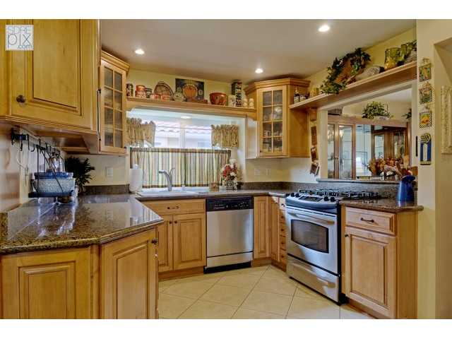 Photo 2: LA MESA House for sale : 3 bedrooms : 3851 King Street
