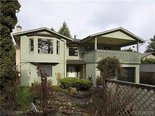 Main Photo: 892 Beckwith Avenue in VICTORIA: SE Lake Hill Residential for sale (Saanich East)  : MLS(r) # 319629