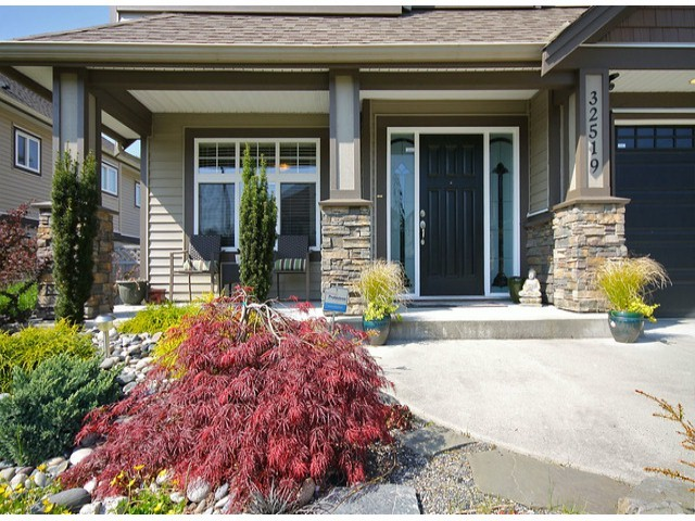 Photo 2: 32519 MITCHELL AV in Mission: Mission BC House for sale : MLS® # F1435524
