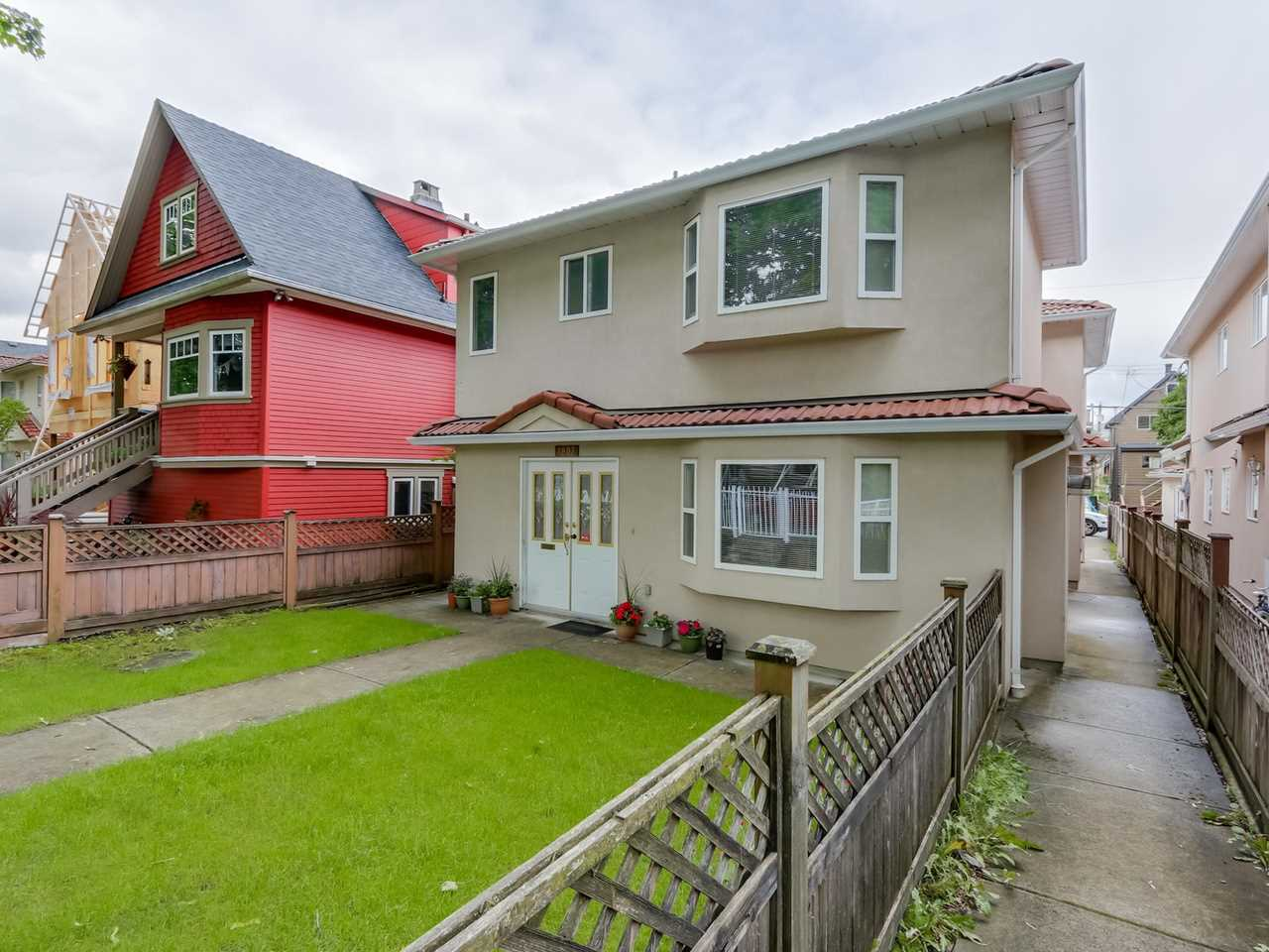 Main Photo: 1809 E 13TH AVENUE in Vancouver: Grandview VE House 1/2 Duplex for sale (Vancouver East)  : MLS(r) # R2081269