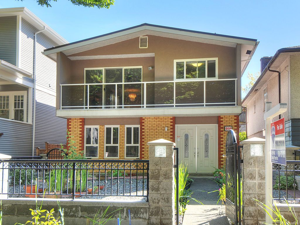 Main Photo: 916 E 22ND Avenue in Vancouver: Fraser VE House for sale (Vancouver East)  : MLS® # V970764