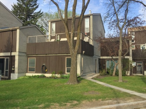 Main Photo: 23 1 Snow in Winnipeg: Fort Richmond Townhouse for sale (South Winnipeg)  : MLS(r) # 1511700
