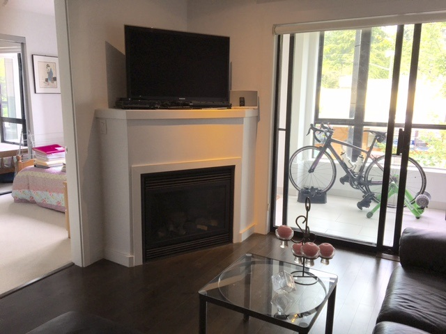 Photo 5: 204 935 W 16TH STREET in North Vancouver: Hamilton Condo for sale : MLS® # R2085272