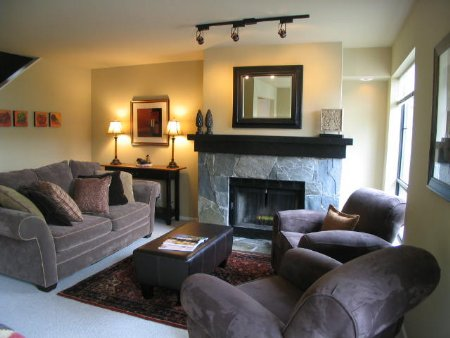 Main Photo: Crystal Ridge Three bed and Den on the Mountain