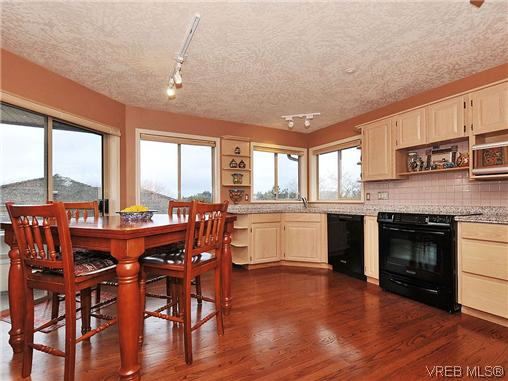 Photo 7: 1911 Quixote Lane in VICTORIA: Vi Fairfield East Residential for sale (Victoria)  : MLS(r) # 318957