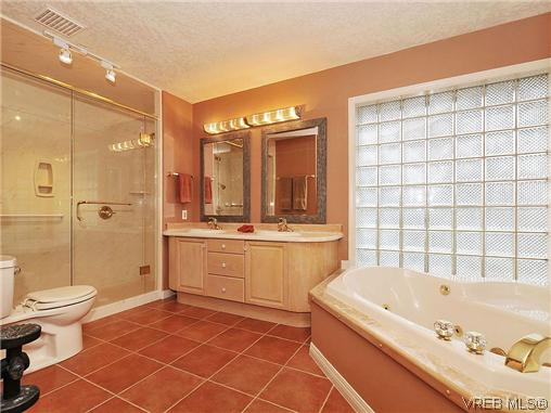 Photo 11: 1911 Quixote Lane in VICTORIA: Vi Fairfield East Residential for sale (Victoria)  : MLS(r) # 318957