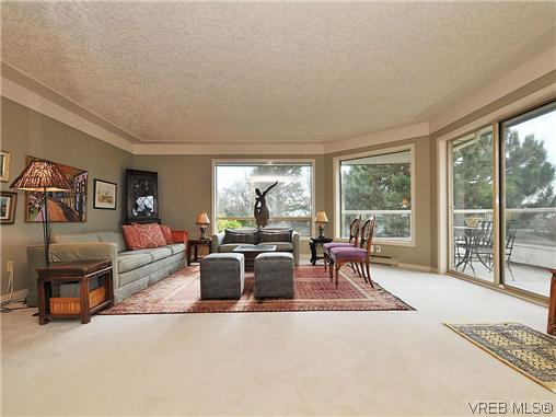 Photo 3: 1911 Quixote Lane in VICTORIA: Vi Fairfield East Residential for sale (Victoria)  : MLS(r) # 318957