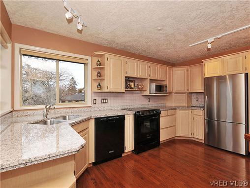 Photo 8: 1911 Quixote Lane in VICTORIA: Vi Fairfield East Residential for sale (Victoria)  : MLS(r) # 318957