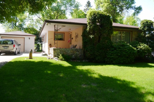 Main Photo: 1446 Mars Drive in Winnipeg: Fort Garry Single Family Detached for sale (South Winnipeg)  : MLS(r) # 1506351
