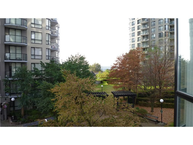 "Main Photo: 303 838 AGNES Street in New Westminster: Downtown NW Condo for sale in ""WESTMINSTER TOWER"" : MLS® # V973861"