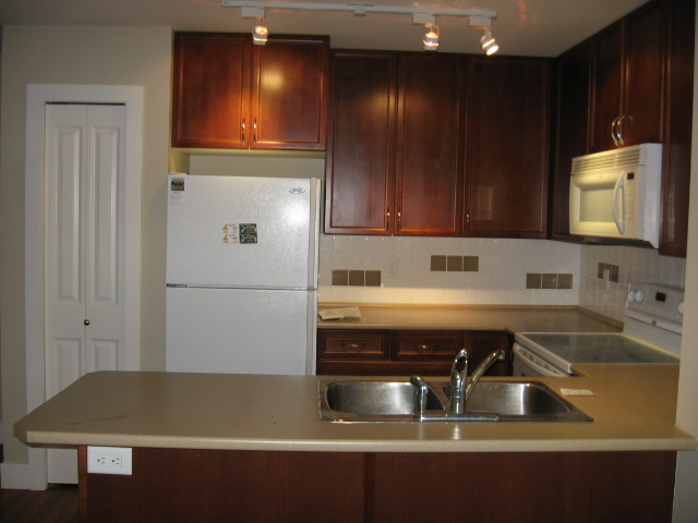 Main Photo: 404 256 Hastings Avenue in Penticton: Main North Multifamily for sale : MLS(r) # 140039